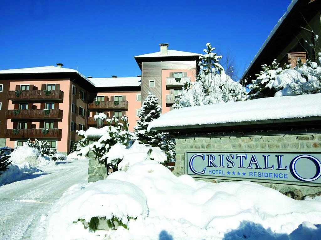 lombardia-hotel-residence-cristallo-entrance