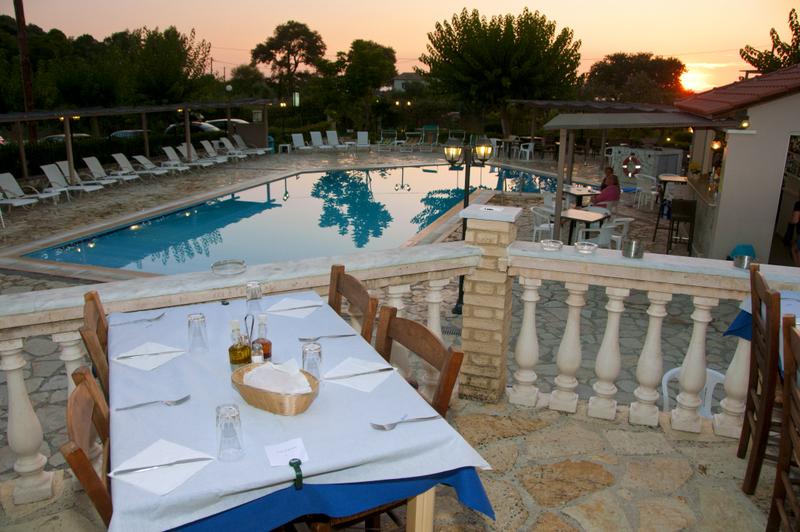piscina-hotel-elina