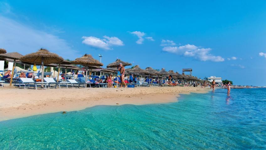 delfino-beach-1518195794-2114211654